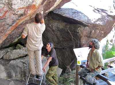 preserving_aboriginal_rock_art01_with_willie-brim-bulwai-cultural-custodian
